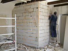 1.A helyszűke miatt a falon lévő gipszkartont le kellett szerelni.