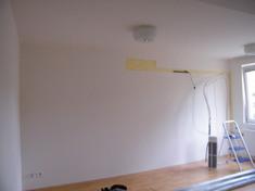A hangszigetelendő falról szakember szerelte le a légkondit. A terv az volt, hogy alá építjük a hanggátló rendszert és annak megerősített elemeire rögzítjük vissza.