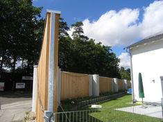 A felújításra váró kültéri hangszigetelő fal.