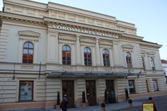 A munkahely: a nemrégiben felújított székesfehérvári Vörösmarty Színház épülete.