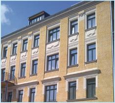 A múlt század elején épült lipcsei társasház homlokzata.