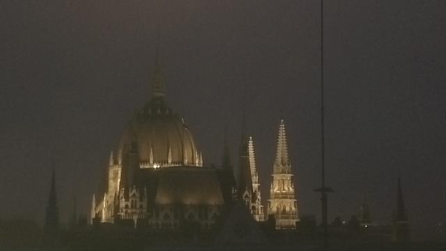 Parlamenti kilátás éjszaka