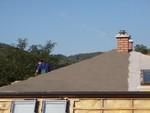 A hanggátló lapok bár nedvességálló anyagból készülnek, a megrendelő kérésére a tető egy bizonyos részét külön kezeltük vízálló anyaggal.
